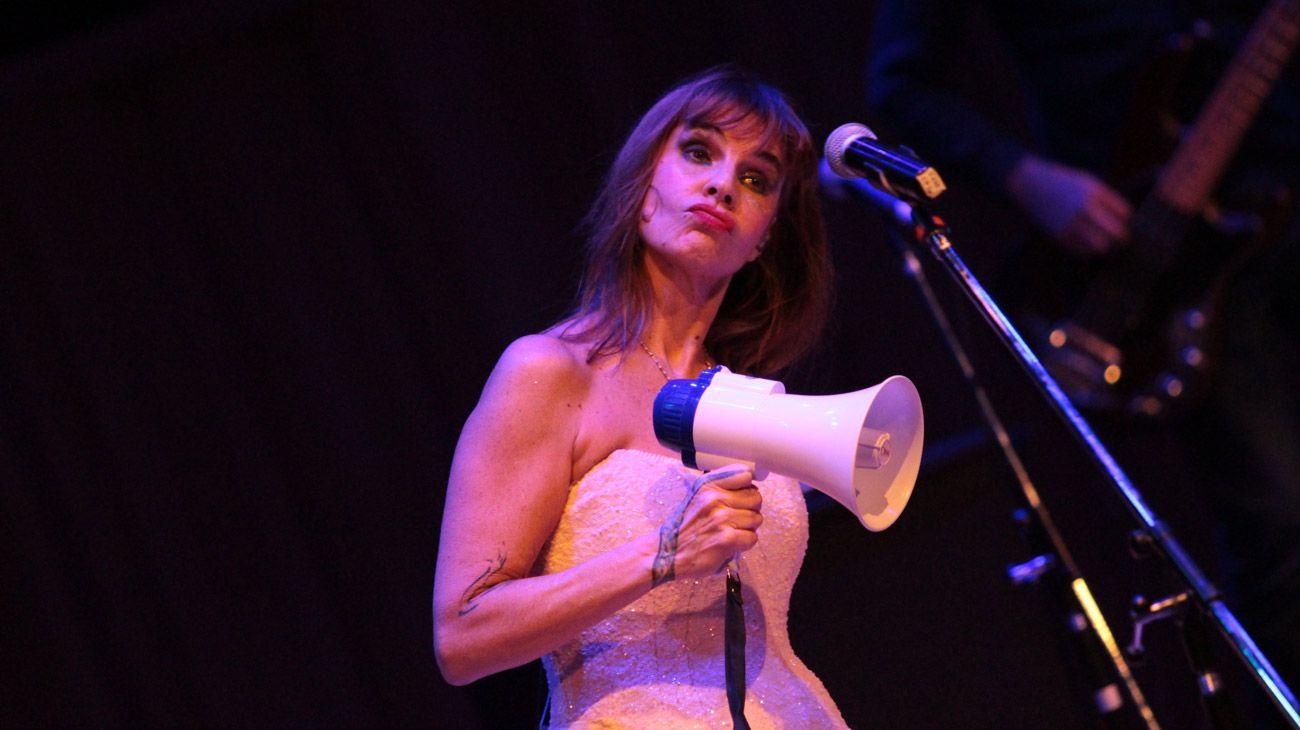 La cantante Fabiana Cantilo brindó un show en la Usina del Arte en el marco del programa Los grandes le cantan a los chicos.