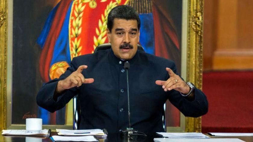 Maduro asoma posible racionamiento de gasolina tras censo automotor