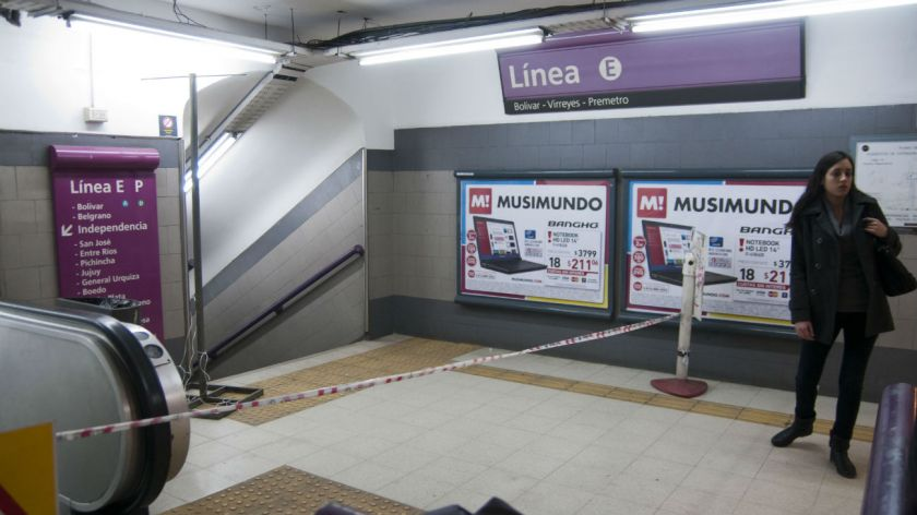 Línea E y Premetro: metrodelegados levantan molinetes y hacen paro