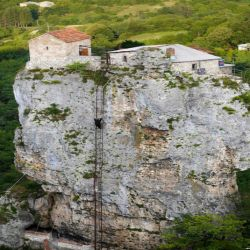 La vertiginosa escalera que subr al monasterio