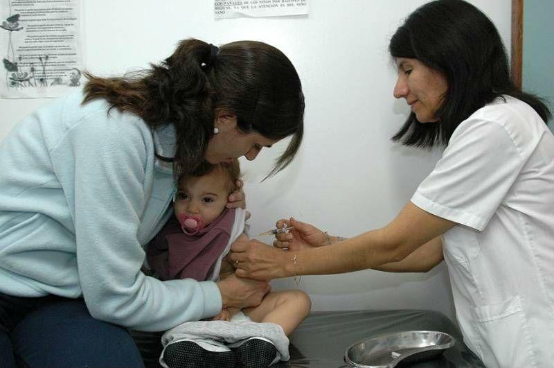 Los niños de 13 meses a 4 años inclusive deben contar con dos dosis de la vacuna triple viral