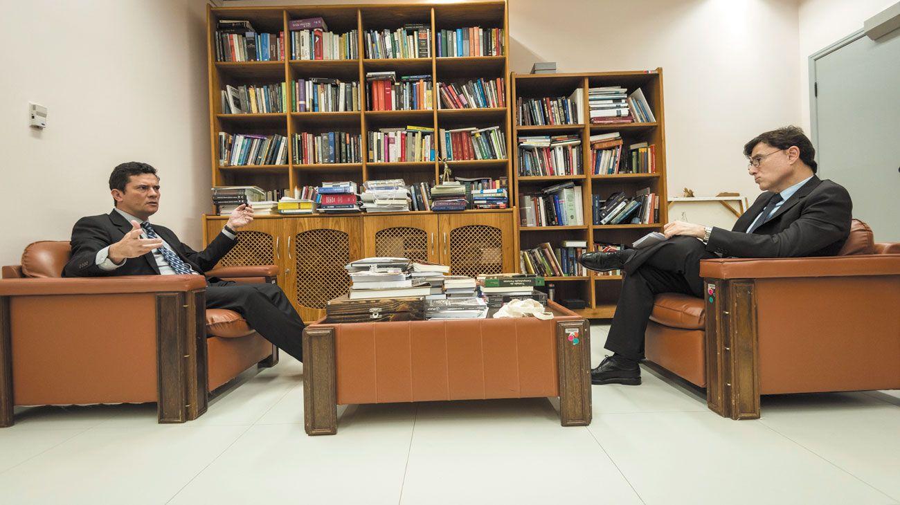 Entrevista exclusiva. Moro recibió a Fontevecchia en su despacho de Curitiba en 2017. Ahora, por teléfono, opinó sobre la causa que sacude a la Argentina.