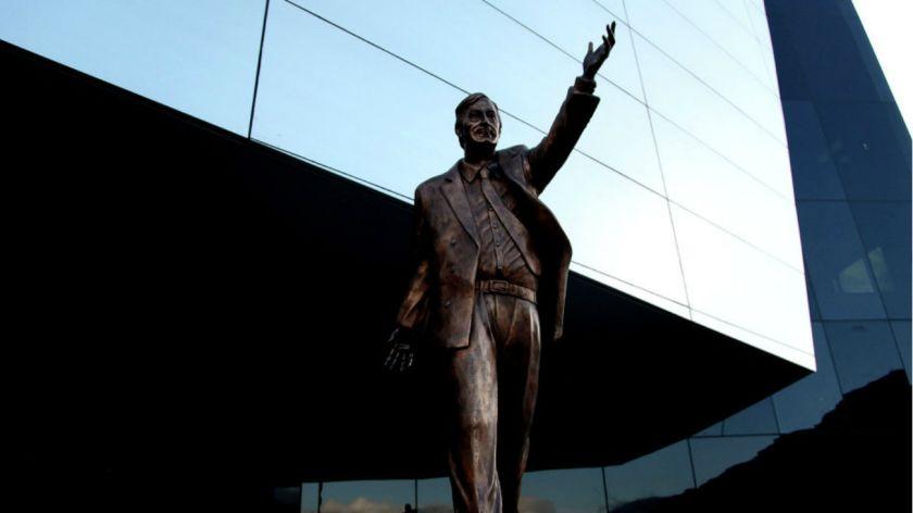 La estatua de Néstor Kirchner inaugurada en 2014 se halla en la sede de la Unasur en Quito