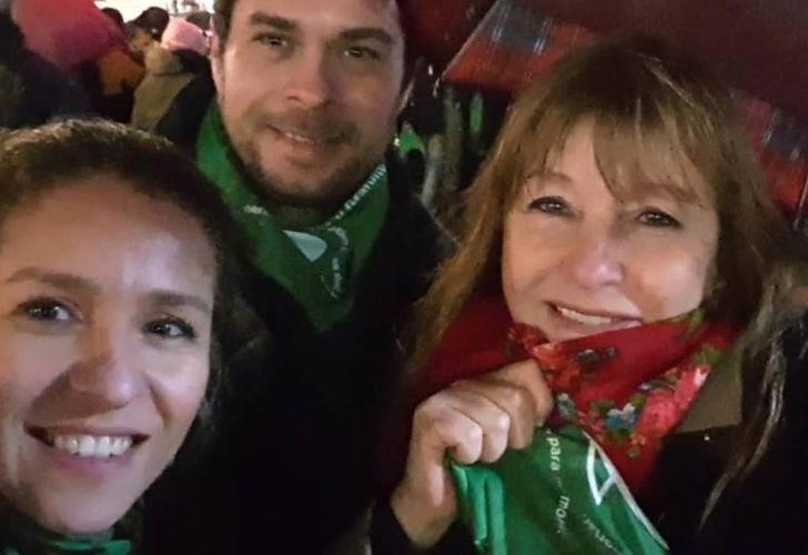 La suegra y la esposa de Marcos Peña marcharon al Senado en favor del aborto legal