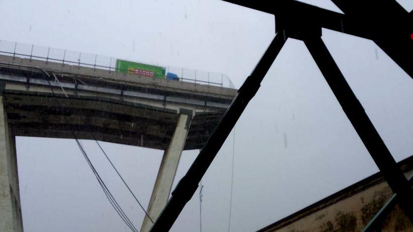 Mundo: Al menos 35 muertos tras derrumbarse un puente en Génova