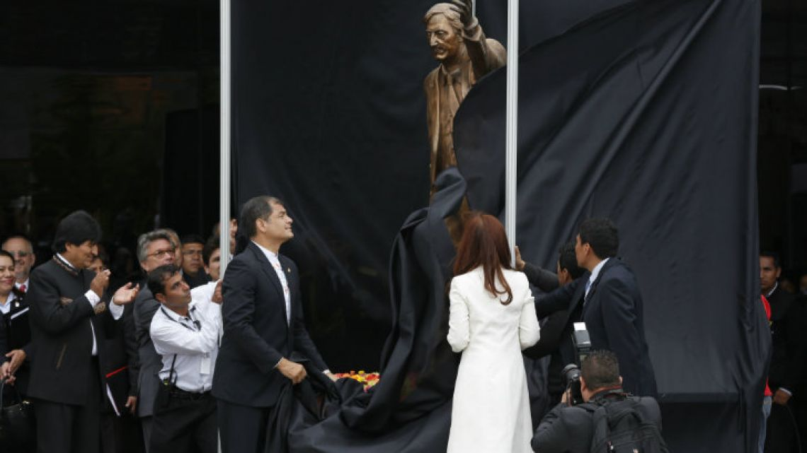 Ecuador's former president Rafael Correa (left) reveals a statue of Néstor Kirchner at the UNASUR headquarters in Quito in 2014.