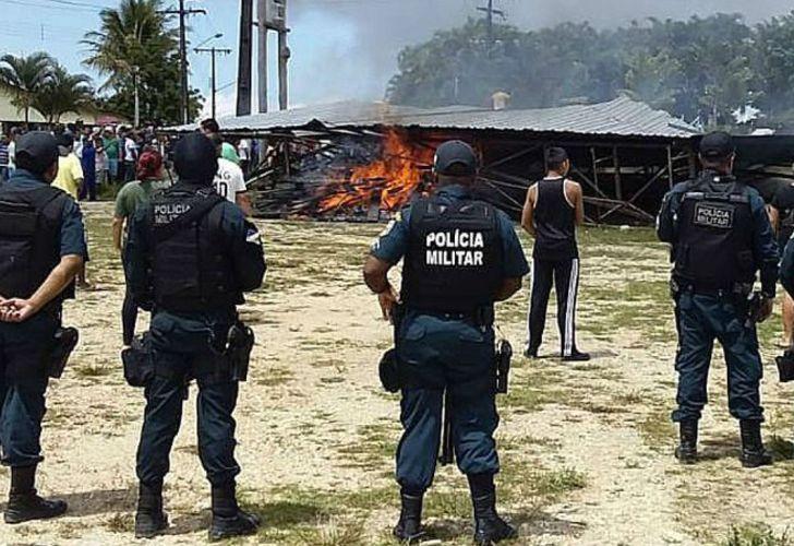 La policía brasileña vigila la zona fronteriza de Pacaraima, luego de los enfrentamientos.