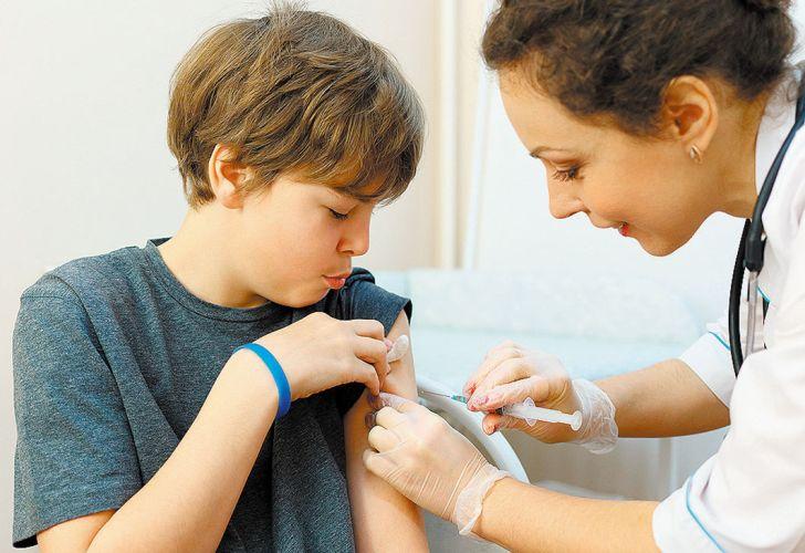 Meningitis: postergan vacuna de los 11 años y hay polémica