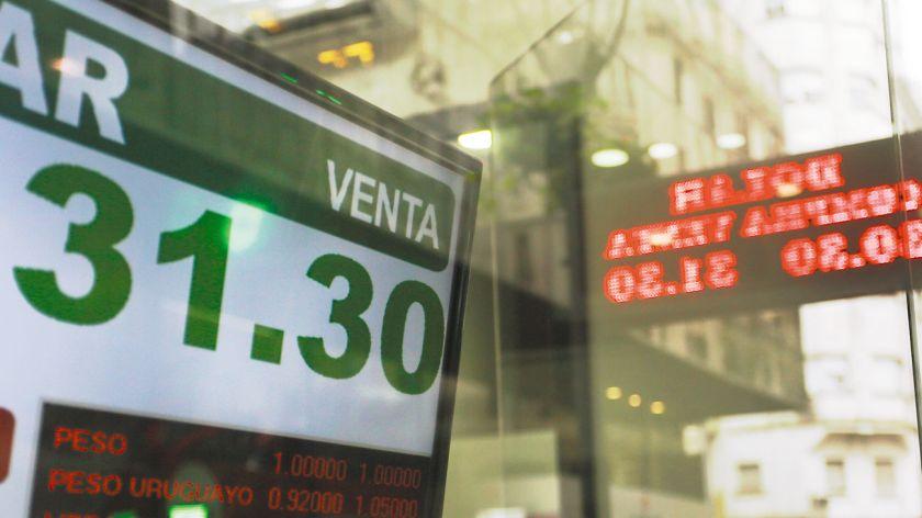 En la city rosarina el dólar llegó a cotizar a 44 pesos