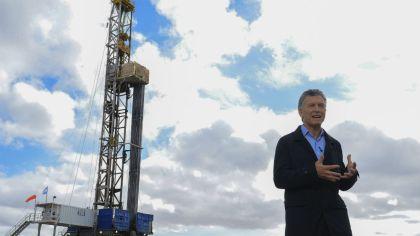 Mauricio Macri en una anterior visita a las instalaciones del yacimiento de Vaca Muerta.