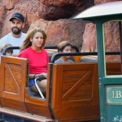 0912_Shakira_Disney_g2