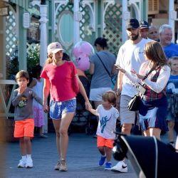 0912_Shakira_Disney_g4