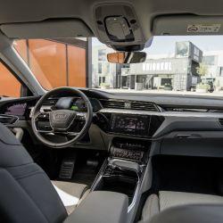 8-audi-e-tron-prototype-interior