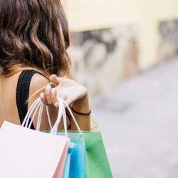 mujer-haciendo-compras