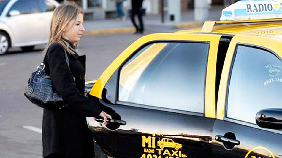 0901_taxi_mujer_cedoc_g.jpg