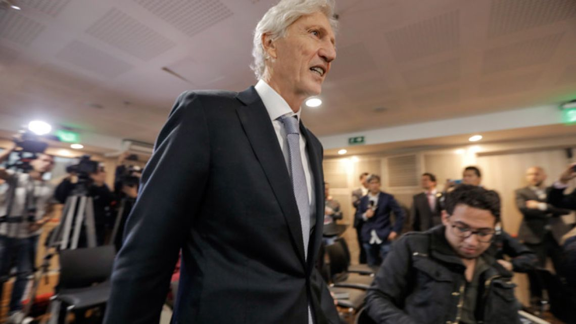 José Pékerman arrives at press conference to announce his resignation as manager of the Colombian national team, in Bogotá on September 4, 2018.