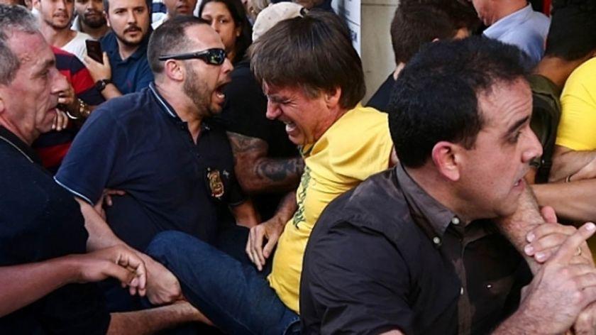 Candidato presidencial de Brasil fue acuchillado durante mitin político