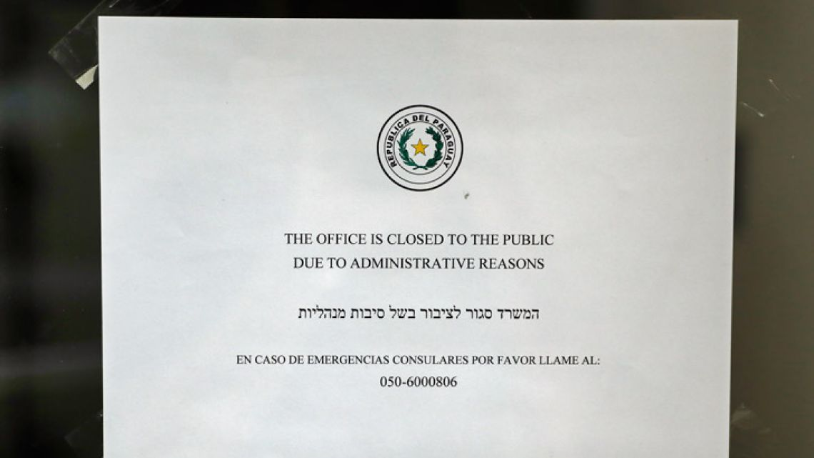 A picture shows a sign on the door of Paraguay's closed embassy in Jerusalem on September 6, 2018. Prime Minister Benjamin Netanyahu has ordered the closure of Israel's embassy in Paraguay, his office said, after the South American country announced it was moving its mission back to Tel Aviv from Jerusalem.