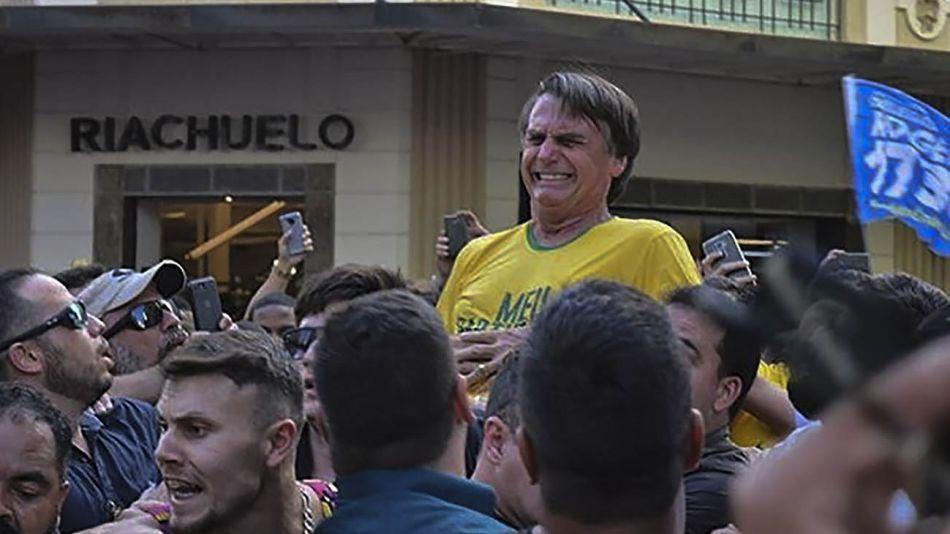 Imagen del ataque a Jair Bolsonaro en Juiz de Fora