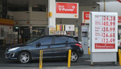 NUMEROS INEDITOS. Los surtidores, con valores arriba de $ 40 por primera vez para la nafta.