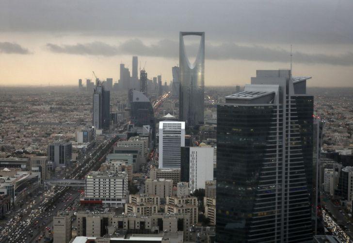 Saudi Arabia Offers $11 Billion in Bonds Ahead of Qatar