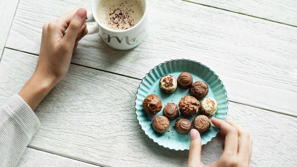 La cantidad recomendada diaria de chocolate son 20 gramos.