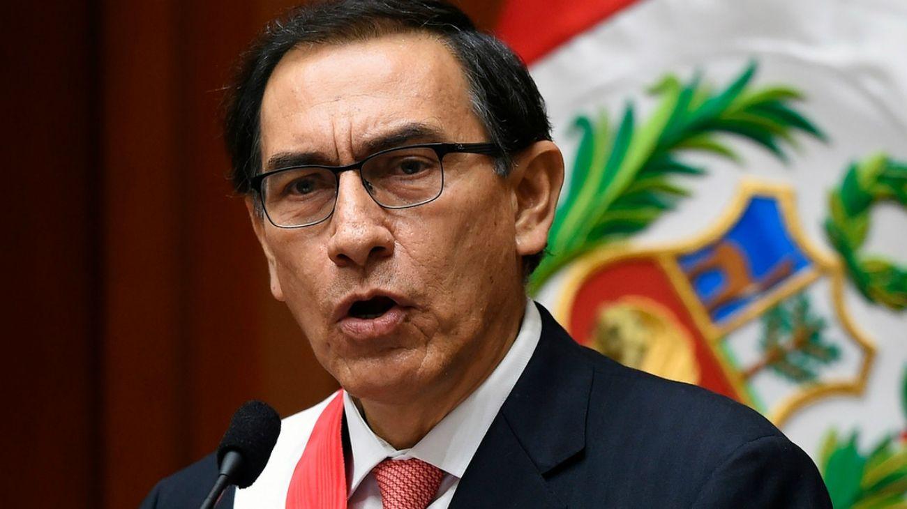 El presidente de Perú disolvió el Parlamento y adelantó las elecciones