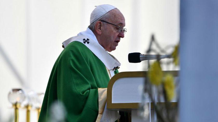 El papa pide atención para detectar los rebrotes de los totalitarismos