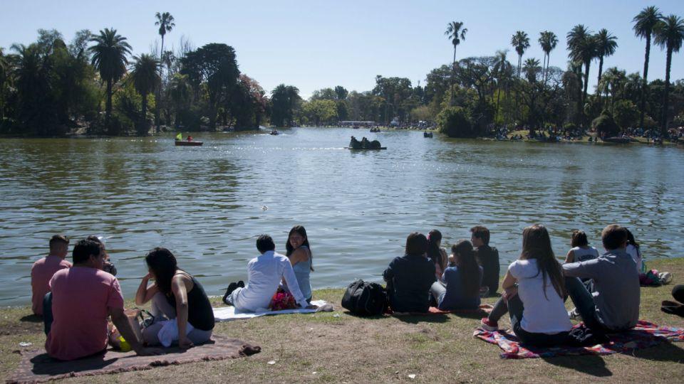 El clima primaveral volvió este domingo a gran parte del centro del país