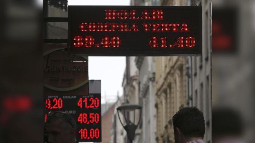 Las bandas de flotación debutan con un dólar en baja