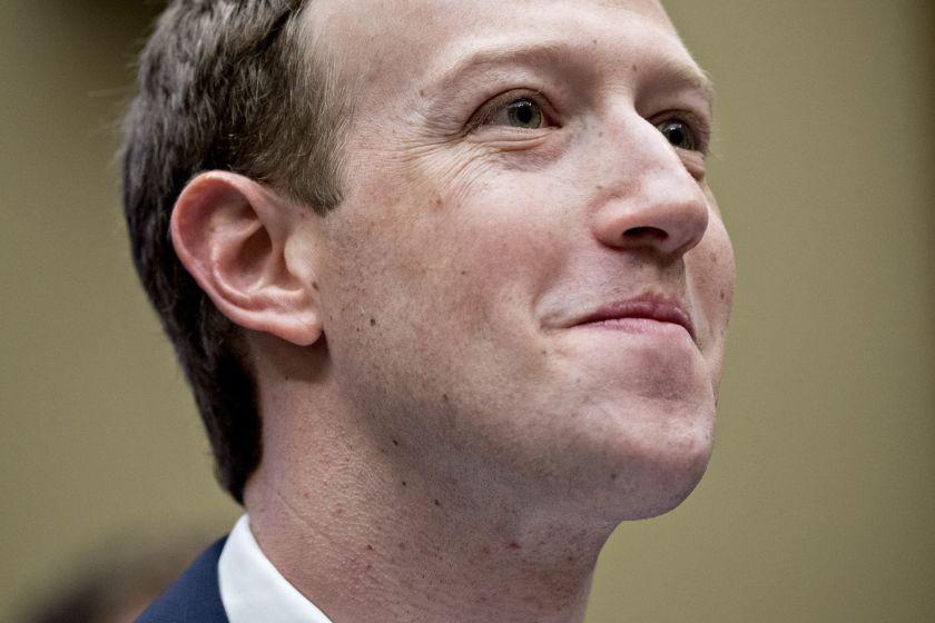 Multa récord a Facebook en Italia por vender datos de sus usuarios