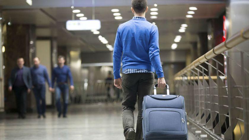 Viajeros pueden traer celulares y notebooks sin aranceles