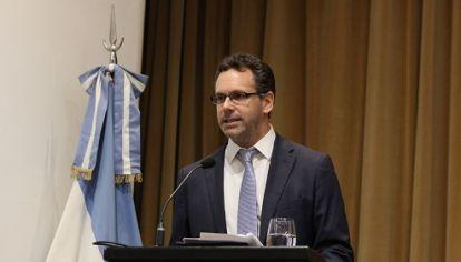 """¿HAY COMPROMISO? Según el nuevo titular del BCRA, Guido Sandleris, Argentina """"no asumió el compromiso de contener el dólar en $44"""". Sólo de intervenir si supera ese techo."""
