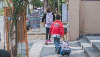 NO CIERRA. Unos 7,2 millones de personas reciben mensualmente algún tipo de plan social. Sin embargo, la pobreza sigue afectando a 7,5 millones de argentinos, en especial a los niños de entre 0 y 14 años.