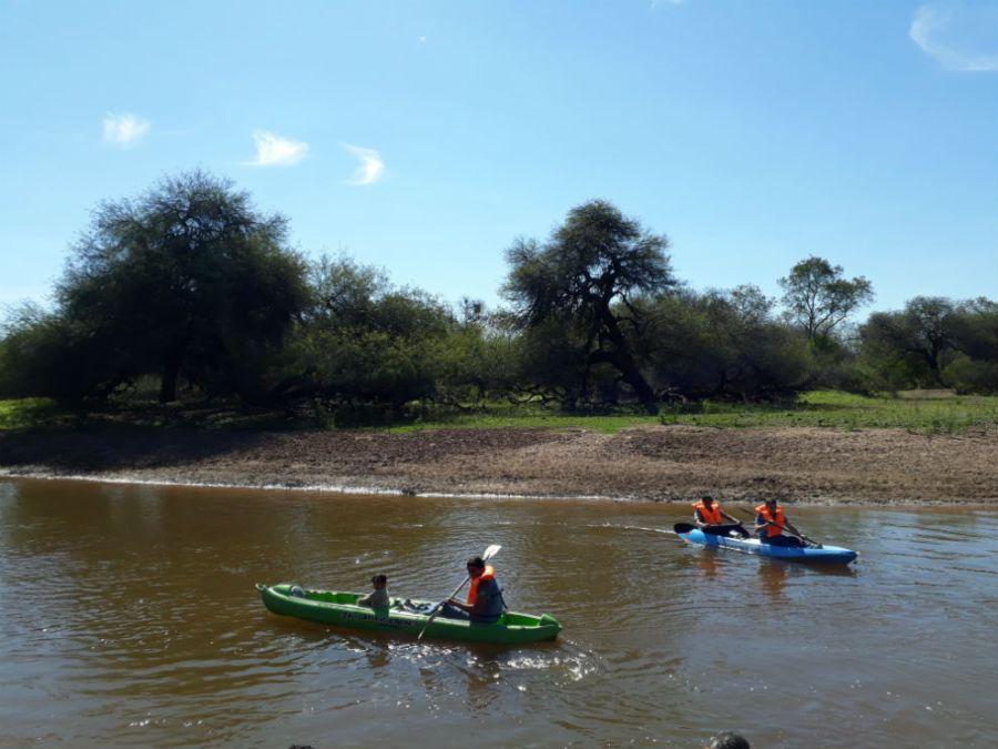 Remando en el río