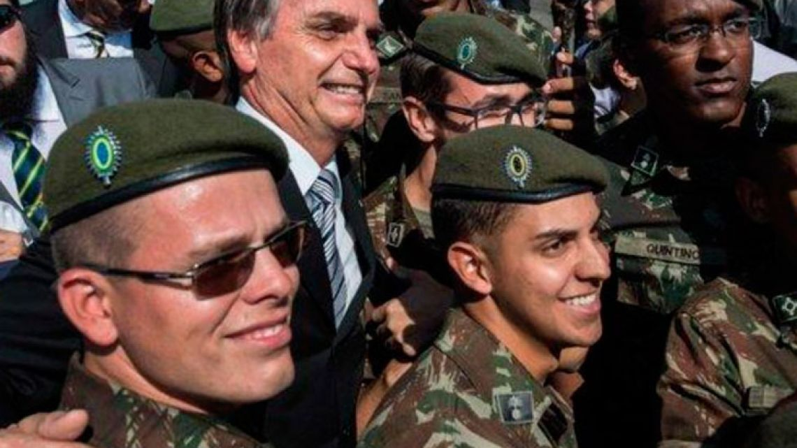001-bolsonaro-militar