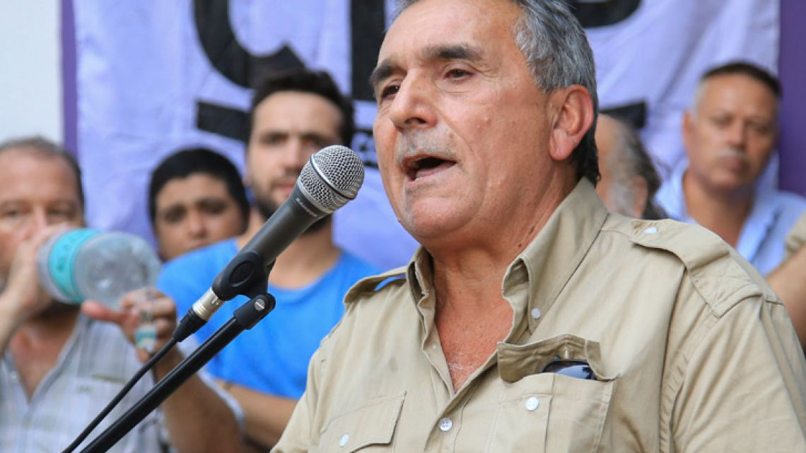 The secretary general of the Argentine Confederation of Transport Workers (CATT), Juan Carlos Schmid, has resigned from the leadership of the General Confederation of Labour (CGT) umbrella union grouping.
