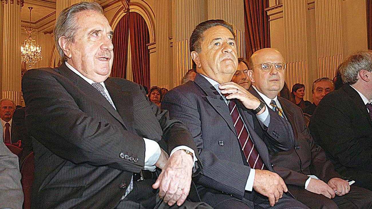 Diálogo. Raúl Alfonsín debatió distintas cuestiones de gobernanza con Duhalde en las crisis.