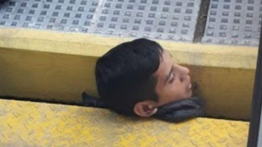 Un joven quedó atrapado entre el andén y el tren — Dramático rescate