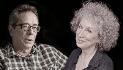 Estremecida por los escándalos de acoso sexual, la Academia Sueca decidió no otorgar esta semana el Premio Nobel de Literatura. Consultamos a César Aira y Margaret Atwood, y les hicimos una pregunta capital: ¿quién debería haberlo ganado este año?