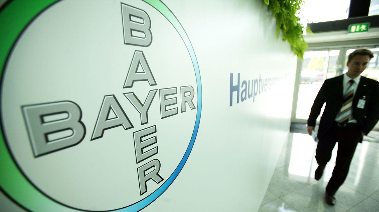 Bayer, empresa químico-farmacéutica alemana.