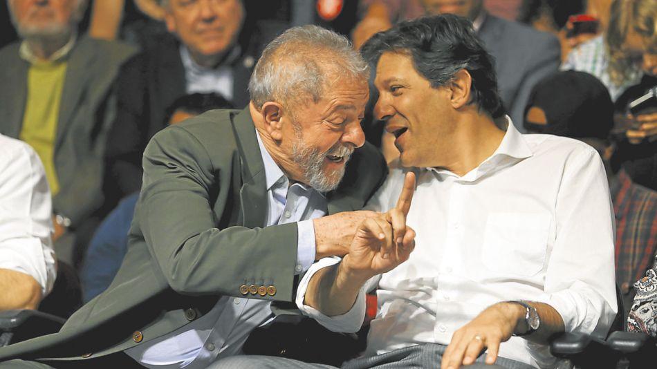 20181012_1350_columnas_FA_Lula-e-Haddad-ato-Casa-Portugal-SP_00409272016