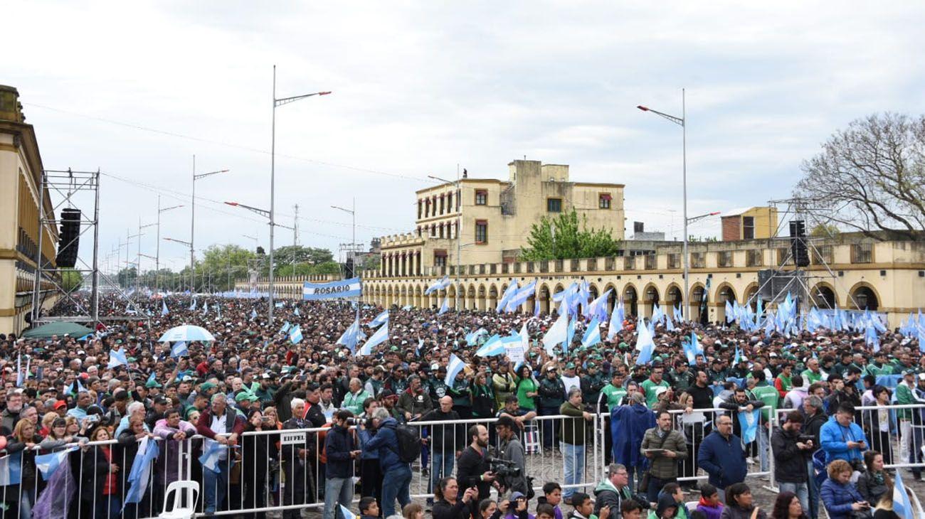 Los Moyano mostraron a la Iglesia de su lado con una multitud en Luján