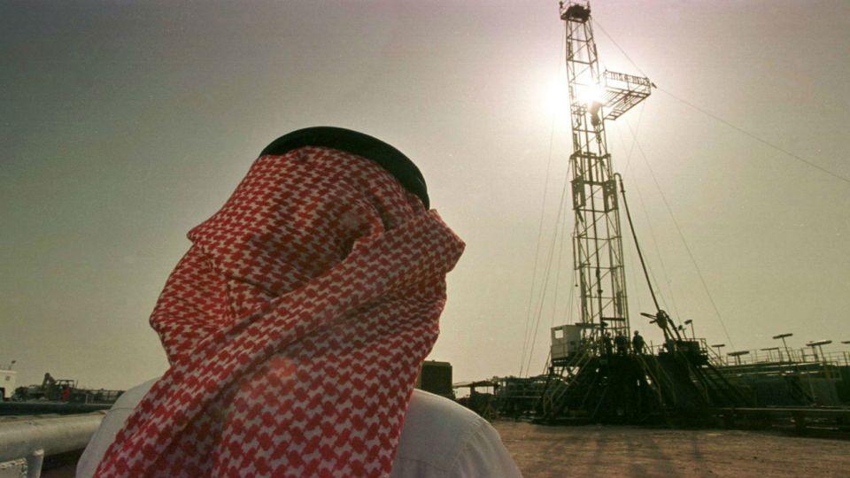 Los saudíes se comprometieron a aumentar la producción si esta baja por las sanciones a Irán y provocó una caída en el precio del barril.