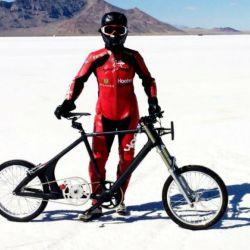 En el Salar de Bonneville la ciclista Denise Mueller-Korenek llegó a los 296 km/h.
