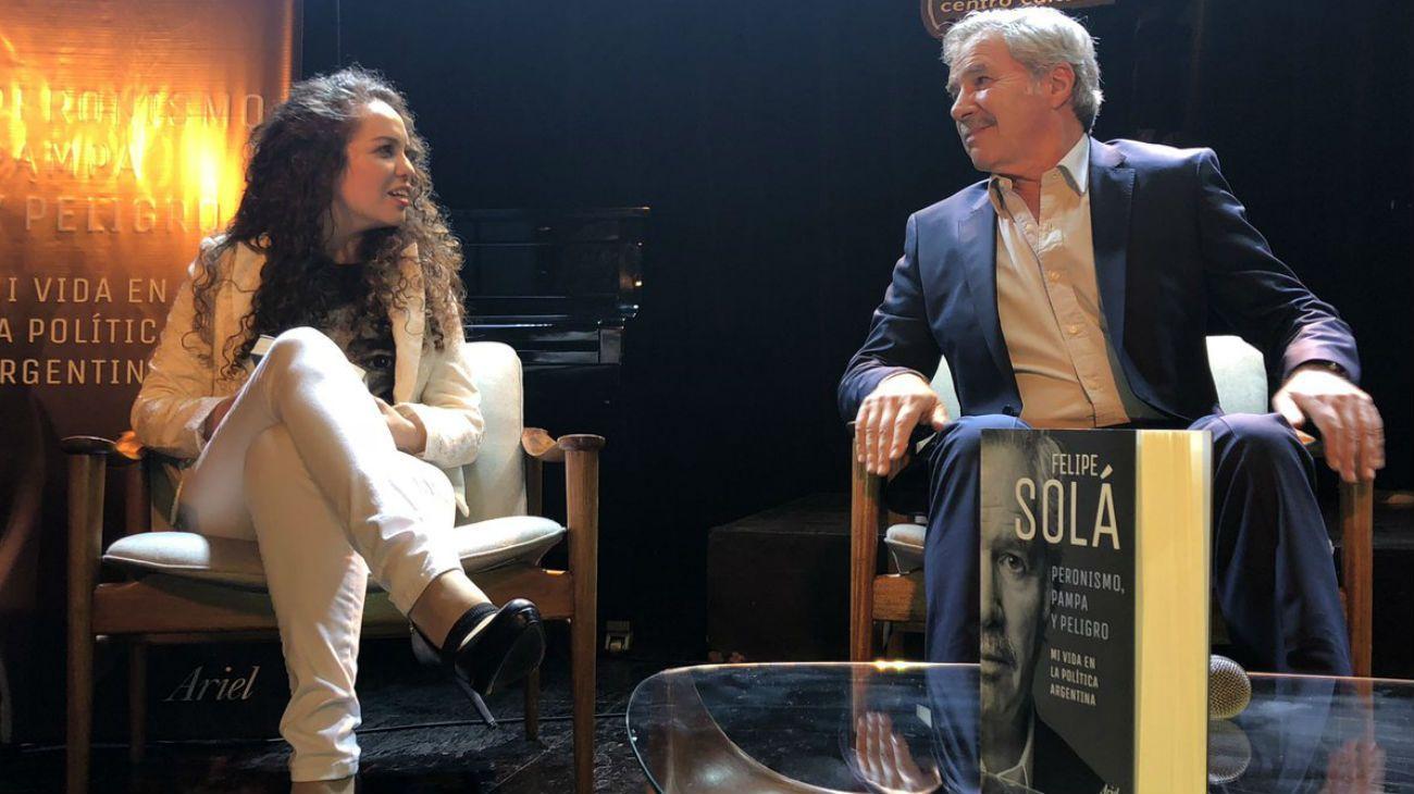 El incómodo momento de Felipe Solá al presentar su libro