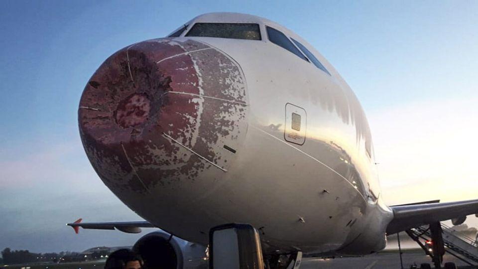 Un avion tuvo que aterrizar de emergencia en Ezeiza