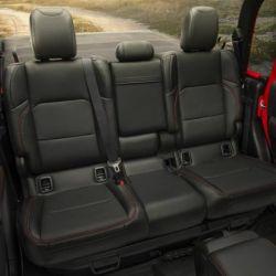 13-jeep-gladiator-rubicon-interior-3