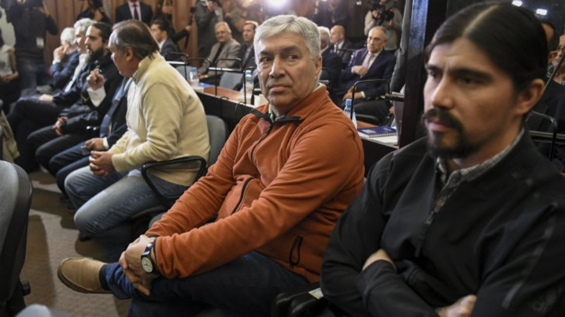 Lázaro Báez (centre) and his son Martín attend their trial on money-laundering charges at the Comodoro Py courthouse.