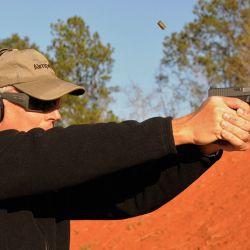 Es fundamental conocer los tipos que hay en las pistolas semiautomáticas para evitar lesiones inesperadas.